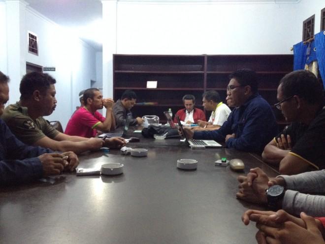 Mursyid Sonsang, ketua umum Perkemi Jambi saat pimpin rapat pleno pengurus Perkemi Jambi.