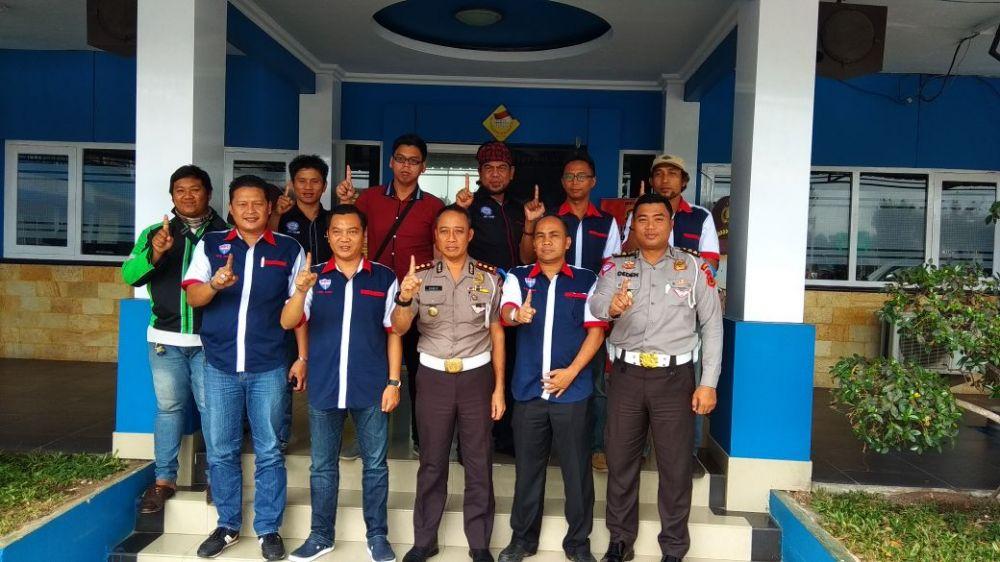 Foto bersama ADO dengan  Wakil  Direktur Lalu Lintas AKBP Sarif.