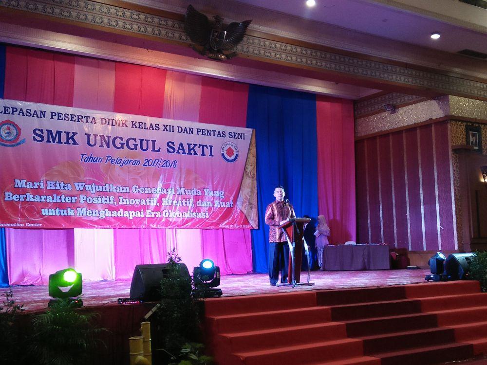 Dr Syarif Fasha saat memberi motivasi kepada pelajar SMK unggul Sakti.