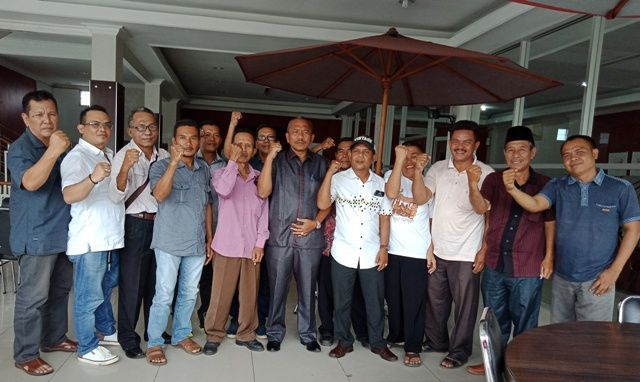 Secara spontanitas, 10 Ketua PAC PDIP Kabupaten Sarolangun shilaturahmi dengan Ketua DPRD, H Muhammad Syaihu pada Rabu (25/4), kemarin siang