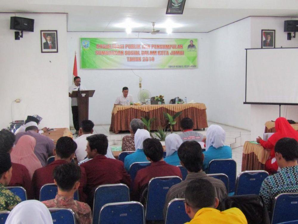 Sosialisasi publik tentang izin pengumpulan sumbangan sosial dalam Kota Jambi Tahun 2018 di ruang aula kantor Dinsos Kota Jambi