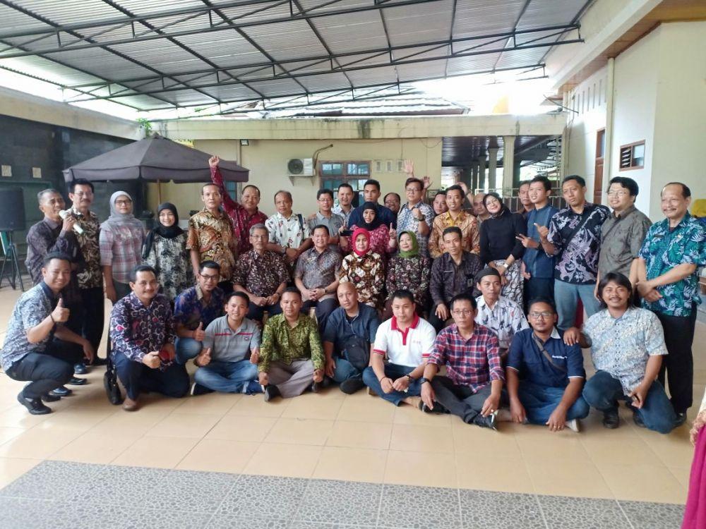 Sekretariat DPRD Provinsi Jambi, bersama Sekretariat DPRD Jawa Timur dan jurnalis yang tergabung dalam kelompok kerja (Pokja).