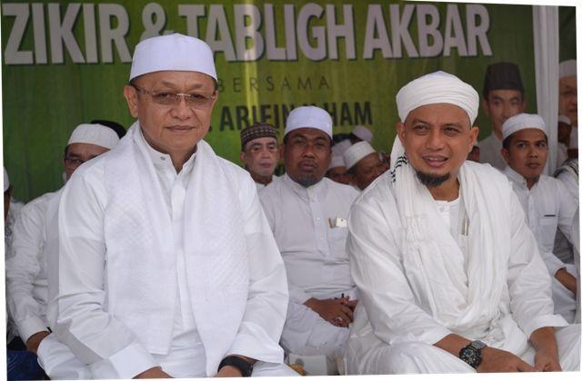 Dokumen Tabligh akbar Pemkab Sarolangun di Singkut. Bupati H Cek Endra bersama KH Arifin Ilham