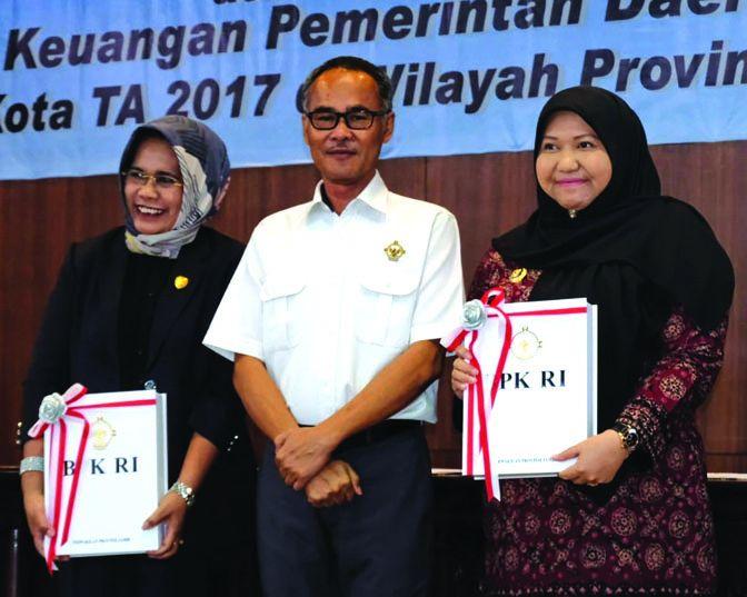 Bupati Masnah bersam Ketua DPRD Muarojambi dan Ketua BPK RI Perwakilan Jambi.