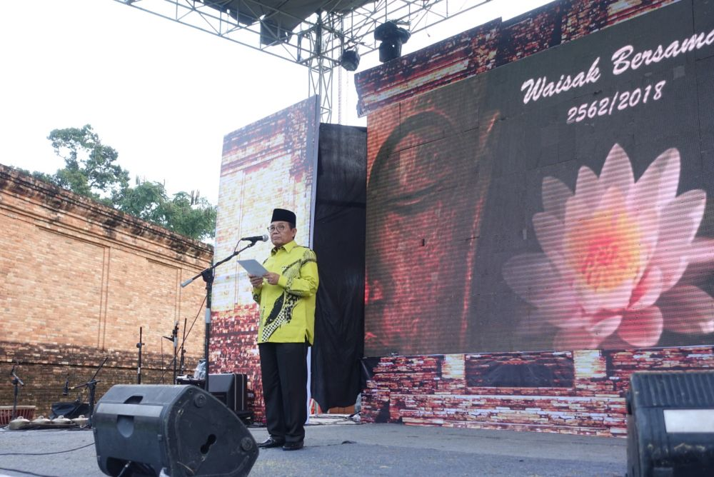 Sambutan Pelaksana Tugas (Plt) Gubernur Jambi, Dr.Drs.H.Fachrori Umar,M.Hum dalam Peringatan Hari Trisuci Waisak 2562 BE/2018 M Se-Sumatera dipusatkan di Provinsi Jambi,