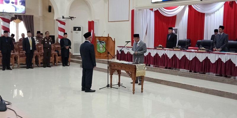 Pelantikan, pengambilan sumpah dan janji terhadap politisi Demokrat H Akmal di paripurna istimewa DPRD Sarolangun berlangsung Kamis 18 Oktober 2018