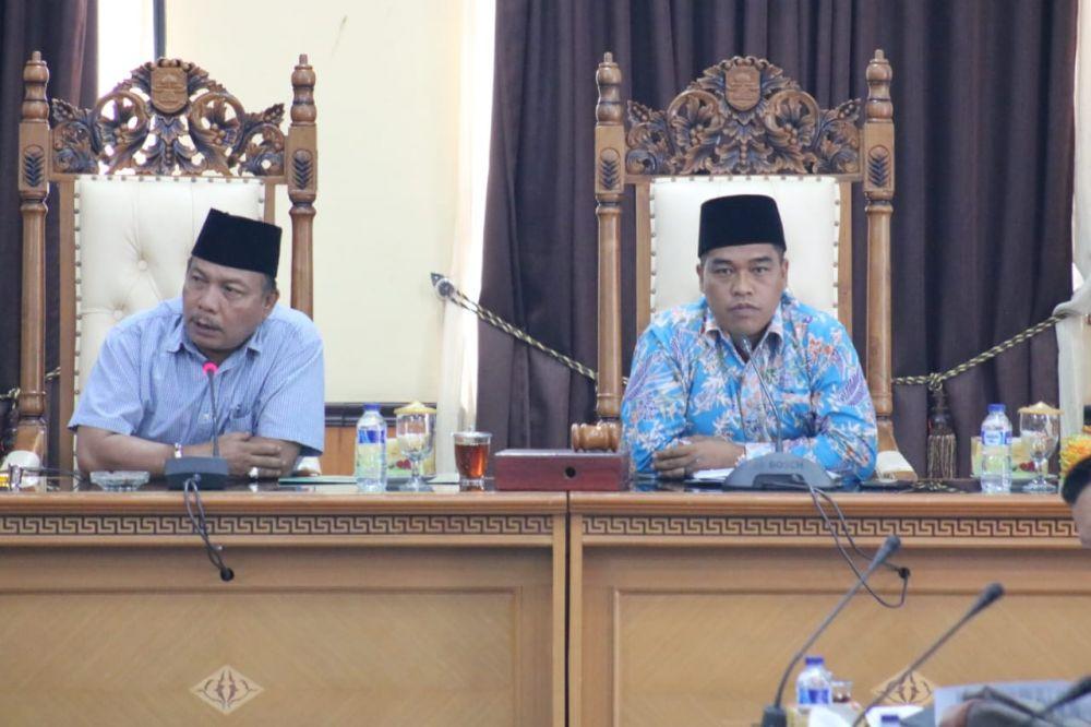 Wakil Ketua I dan II DPRD Muaro Jambi Edison dan Amirudin Memimpin Hearing