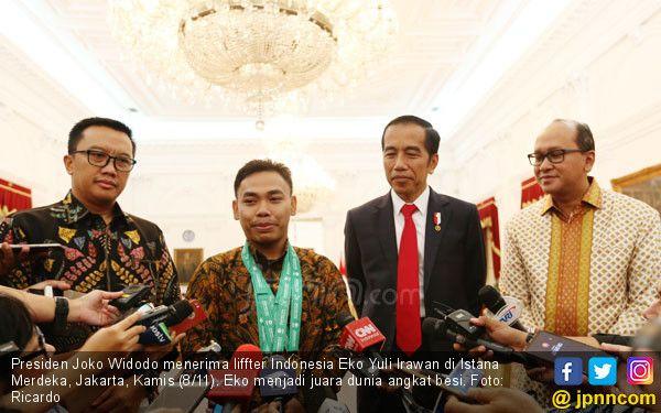 Presiden Joko Widodo Menerima Liffter Indonesia Eko Yuli Irawan di Istana Medeka