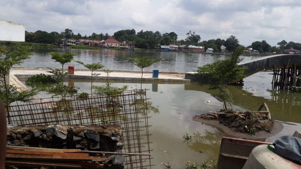 Jongging Track yang Terendam Banjir