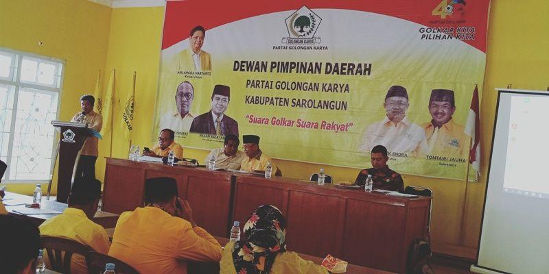 Kata sambutan sekretais Golkar, Tontawi Jauhari pada acara koordinasi dan Bimtek Caleg Golkar Sarolangun pada Senin (23/12). Terlihat Hadir, H Hasan Basri  Agus (HBA), H Cek Endra dan H Pahrul Rozi