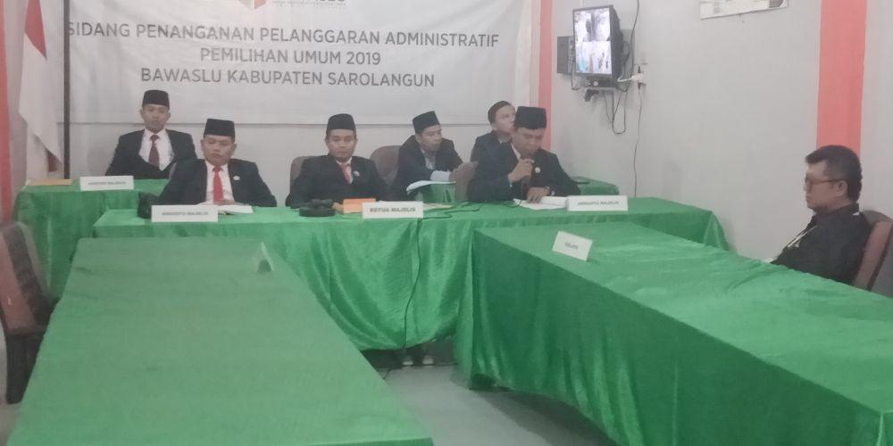 Pembacaan putusan oleh majelis hakim Bawaslu Sarolangun terhadap dugaan pelanggaran administratif Pemilu 2019