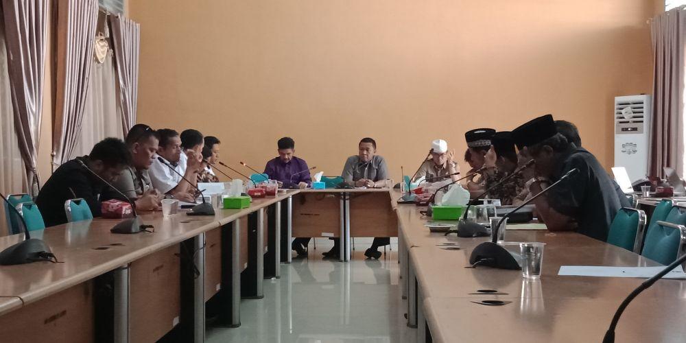 Suasana pertemuan anggota DPRD Sarolangun dengan Komisioner KPU, Rabu (9/1)