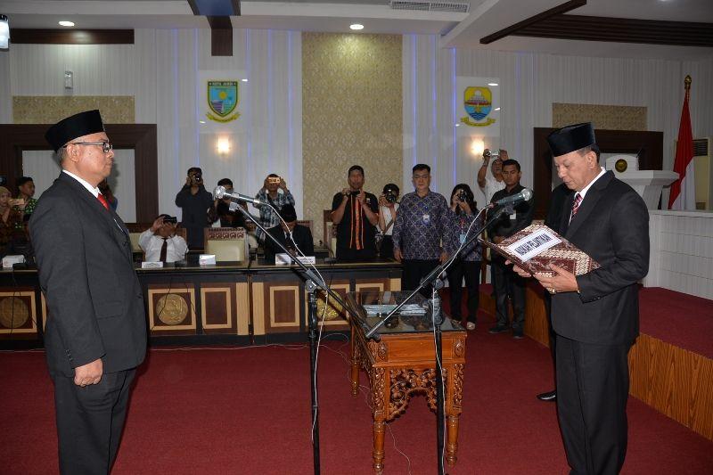 Sekda Provinsi Jambi H M Dianto Saat Mengukuhkan Kepala Perwakilan BPKP Provinsi Jambi