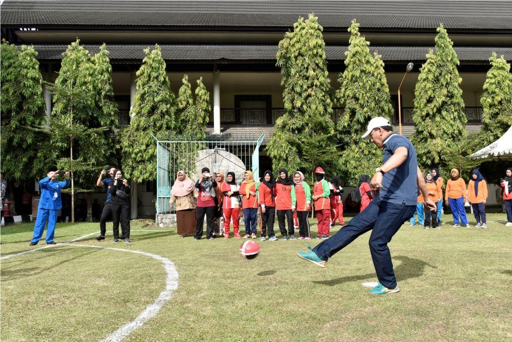 Sekretaris Daerah (Sekda) Provinsi Jambi, Drs.H.M.Dianto,M.Si, membuka Pertandingan Futsal yang diselenggarakan dalam rangka memeriahkan HUT ke-62 Provinsi Jambi Tahun 2019.