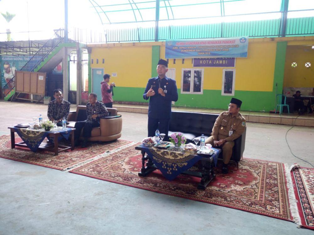 Walikota Jambi Memberikan Sambutan pada Acara Sukuran Kenaikan Pangkat Guru
