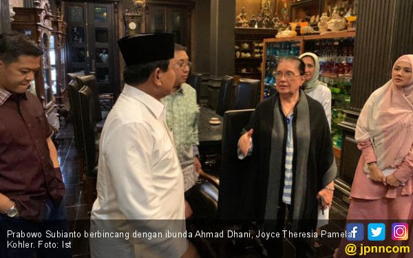 Prabowo Mengunjungi Ibunda Ahmad Dhani
