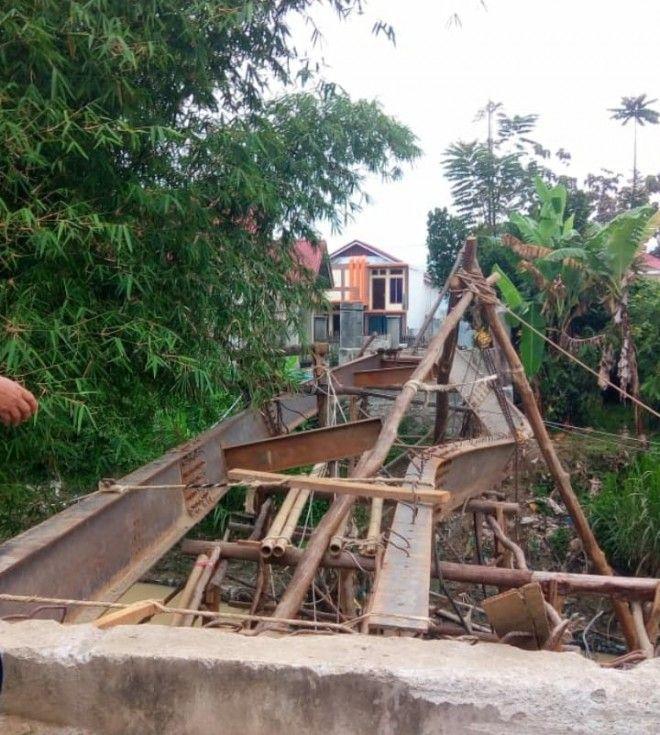 Ditemukan Adanya Besi Bengkok yang Terpasang Saat Proses Pengerjaan Jembatan di Desa Koto Panjang Kubang Kecamatan Depati Tujuh, Kabupaten Kerinci