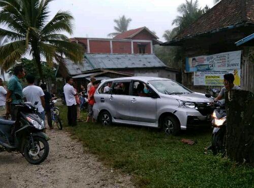 Mobil yang ditinggal Pergi Oleh Pelaku Pencuri Kambing Warga Desa Bukit, Kecamatan Pelawan Kabupaten Sarolangun