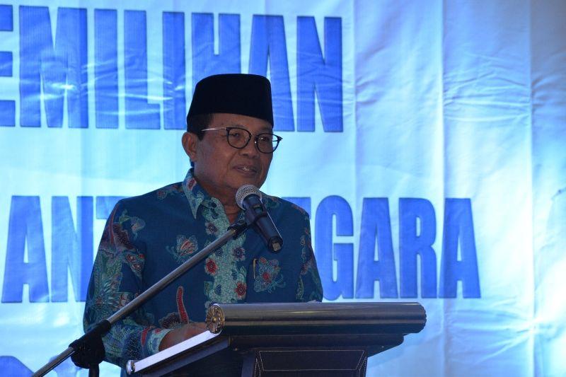 Dr.Drs.H.Fachrori Umar,M.Hum