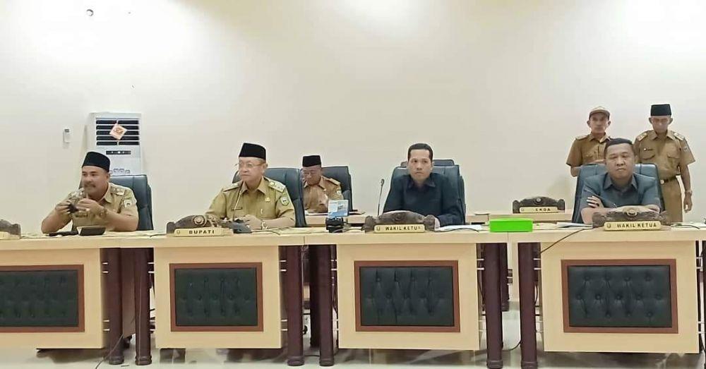 Bupati, H Cek Endra didampingi Wabup, H Hillalatil Badri dan dua pimpinan DPRD, Amir Mahmud dan H Hapis Hasbiallah SE.