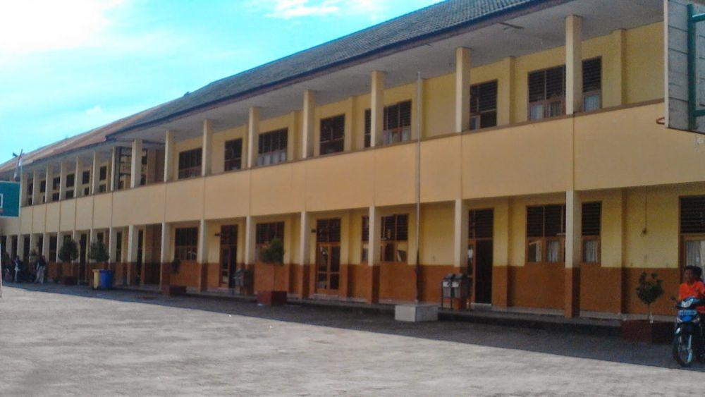 SMA Adhiyaksa 1 Jambi
