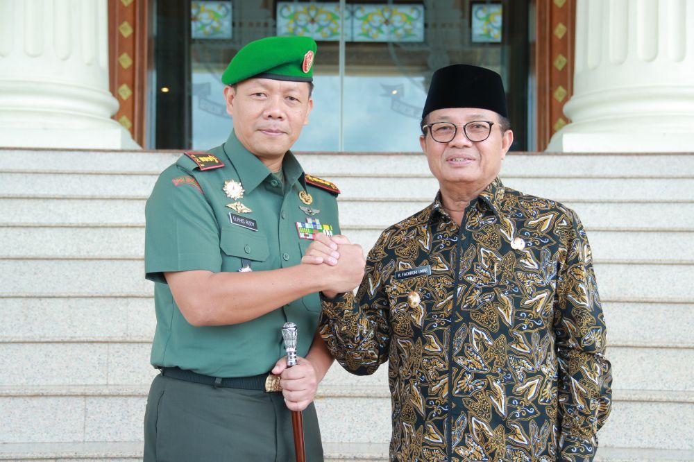 Komandan Korem 042Gapu Jambi, Kolonel Arh Alphis Rudy mengunjungi  Plt Gubernur Jambi