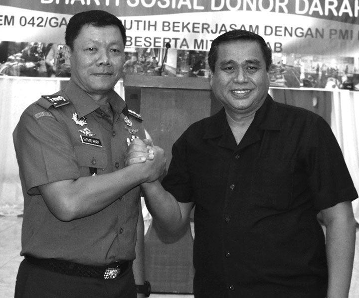 Danrem 042 Gapu, Kolonel Arh. Elphis Rudy,M.Sc.SS  Salam Komando dengan Mantan Gubernur Jambi Hasan Basri Agus (HBA)