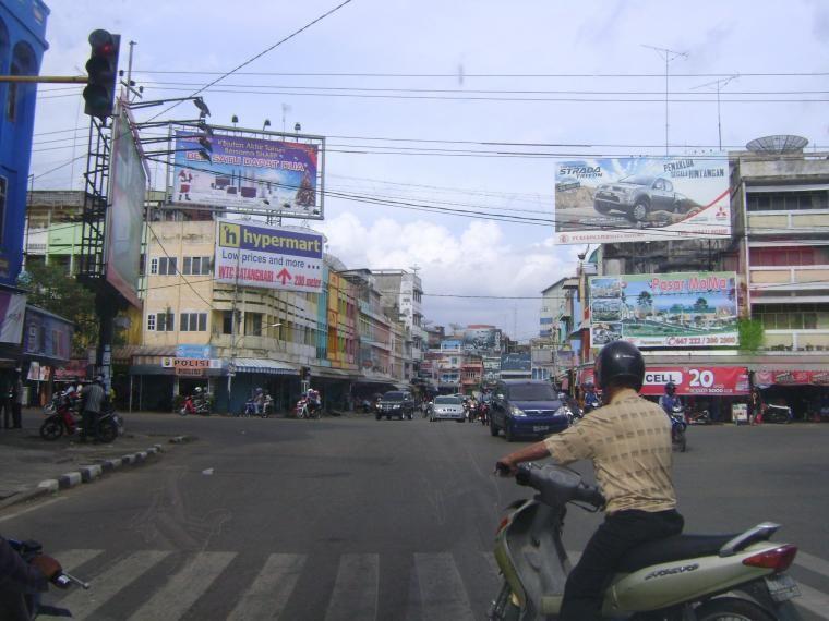 Suasana Lalu Lintas Simpang Bata Jambi