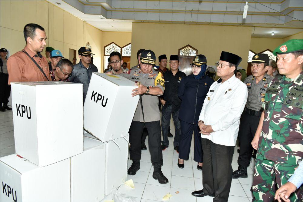 Gubernur memantau pelaksanaan Pemilu