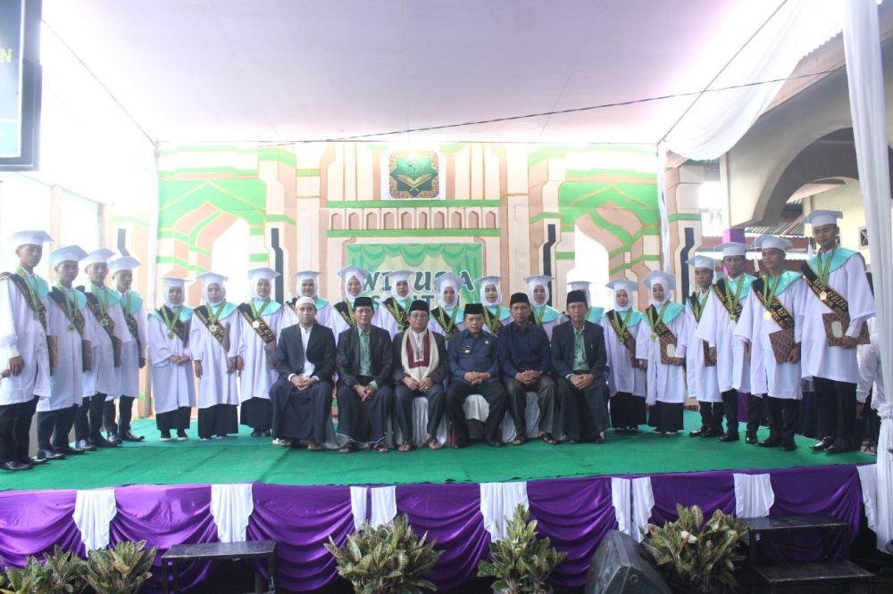 Gubernur Jambi menghadiri Perpisahan dan Wisuda Santri Kelas XII MAN Pondok Pesantren Tahfizhil Qur'an Kabupaten Merangin