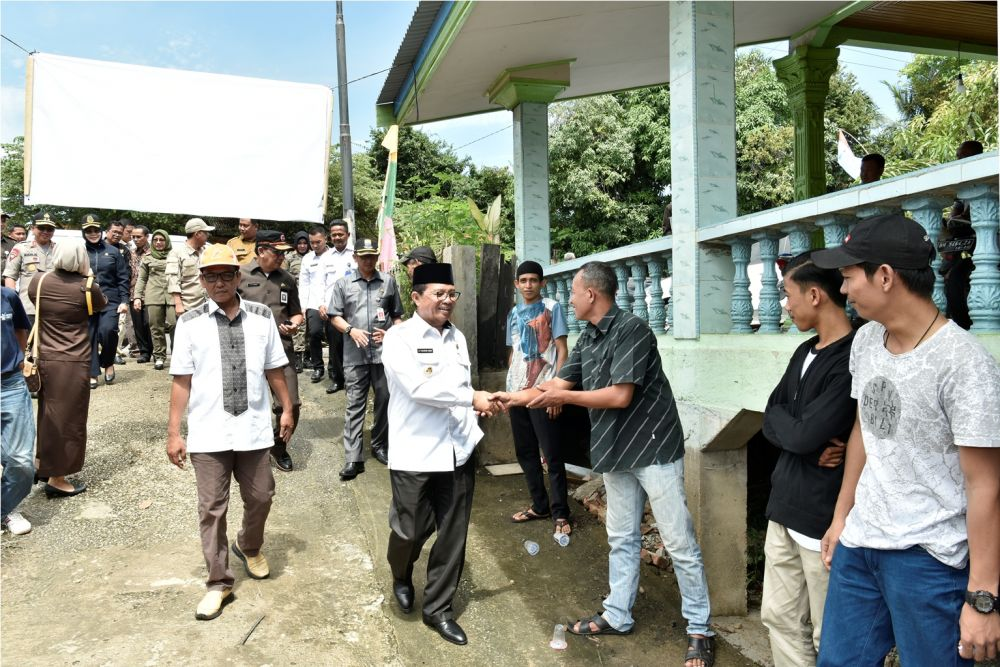 Gubernur Jambi Fachrori saat memantau TPS  pelaksanaan pemilu  2019 kemarin lalu.