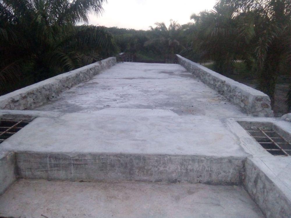 Jembatan Gantung yang pembangunannya mangkrak.