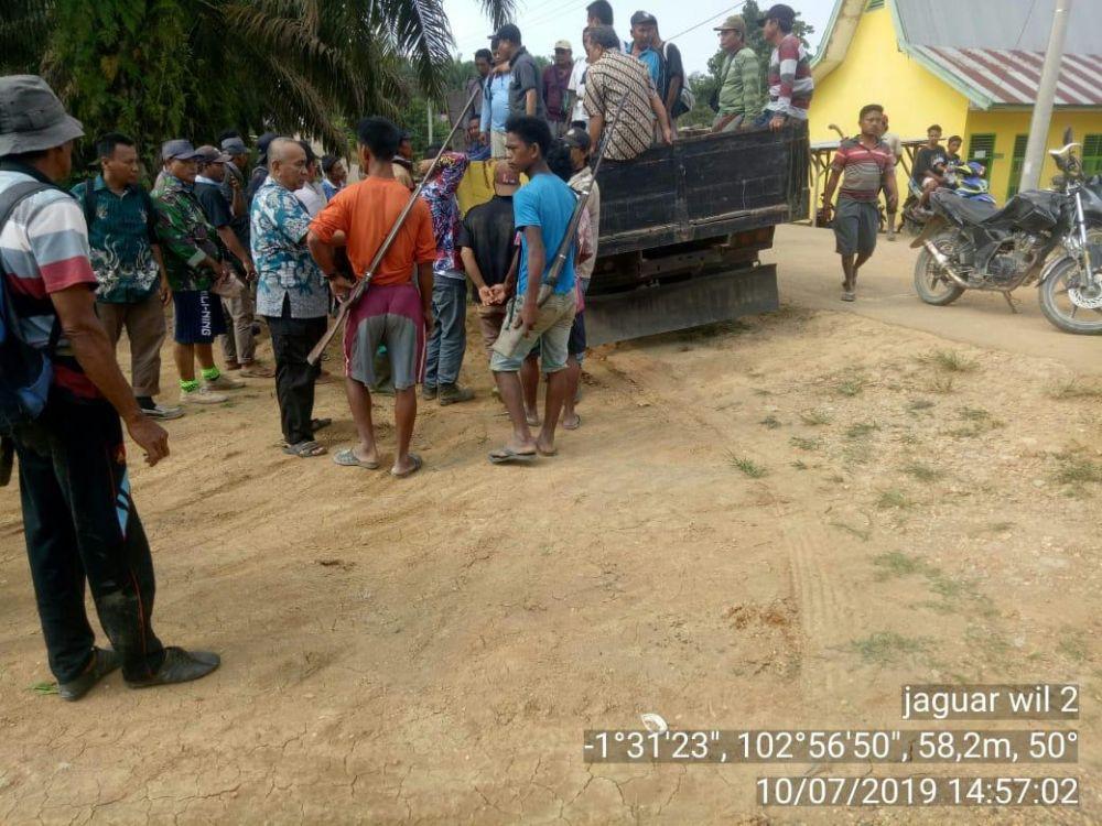 Suasana Desa Sengati yang sempat memanas usia kades di keroyok.
