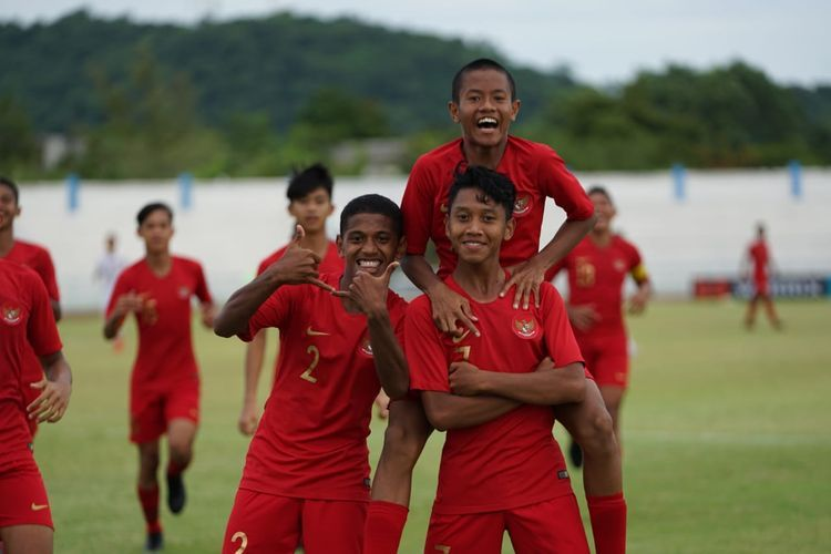 AFF U-15 taklukkan Myanmar U-15 dengan skor 5-0 tanpa balas balas di Stadion Kampus Chonburi, Thailand, Minggu.