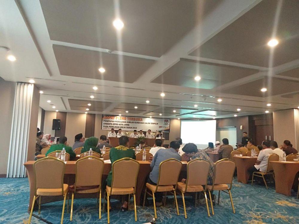 Jalannya rapat pleno penetapan caleg KPU Kota Jambi.