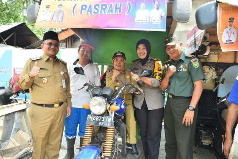 """Program """"Pasrah"""", yang merupakan kepanjangan Persatuan Angkutan Sampah dibentuk oleh Kecamatan Paal Merah."""