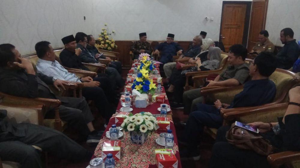 Suasana pertemuan dewan Muarojambi dan dewan kediri.