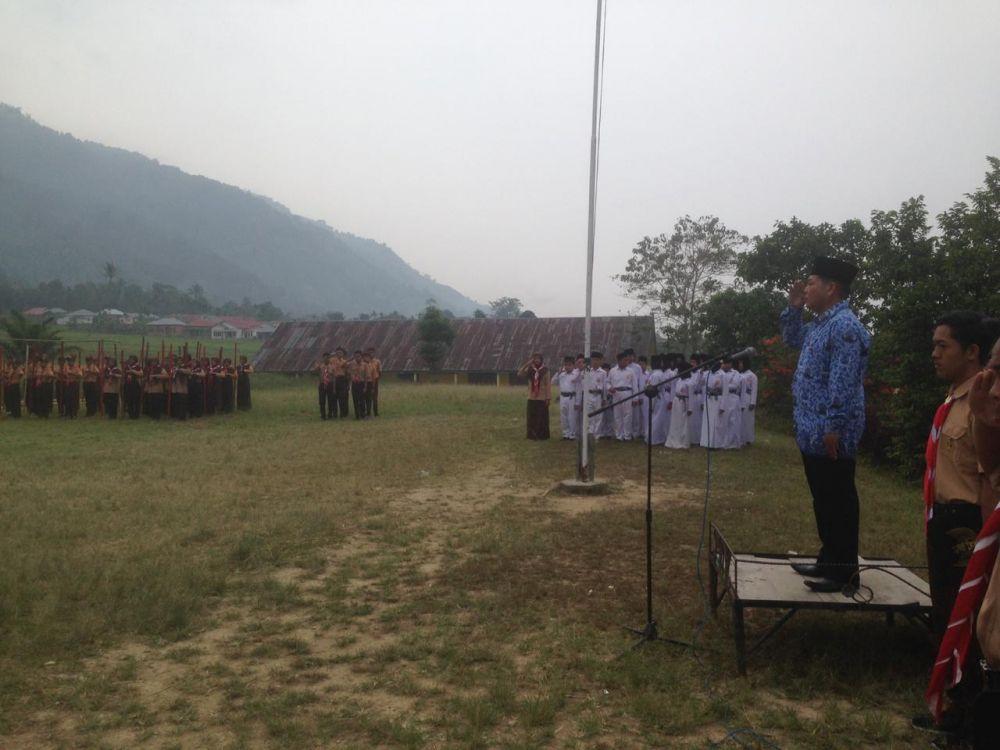 Pelaksanaan upacara peringatan Hari Sumpah Pemuda di SMP Negeri 16 Kabupaten Kerinci