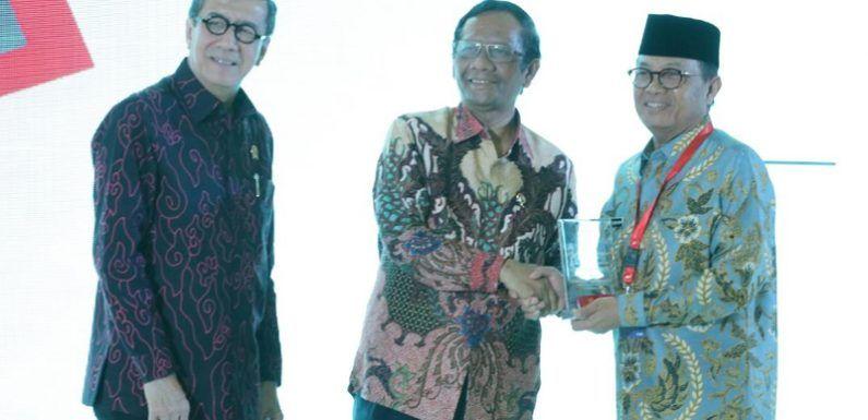 Fachrori dianugerahi penghargaan sebagai Pembina Kabupaten dan Kota Peduli Hak Asasi Manusia (HAM) dari Kementerian Hukum dan HAM Republik Indonesia