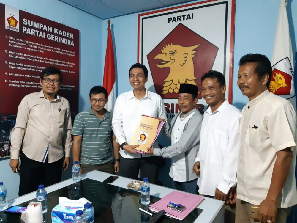 Muhammad Fadil Arief  mengembalikan formulir ke Gerindra.