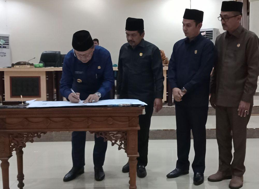 H Cek Endra persetujuan bersama terhadap Raperda APBD Kabupaten Sarolangun Tahun Anggaran 2020