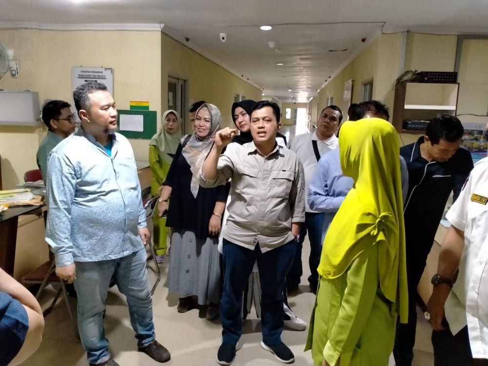 Khairil, Ketua Komisi IV DPRD Provinsi Jambi dan anggota saat sidak di RSUD Raden Mattaher Jambi belum lama ini.