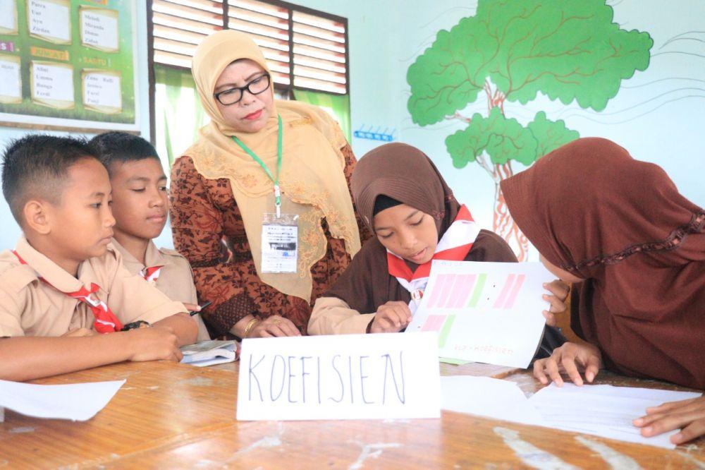 Guru dan siswa belajar aktif program PINTAR