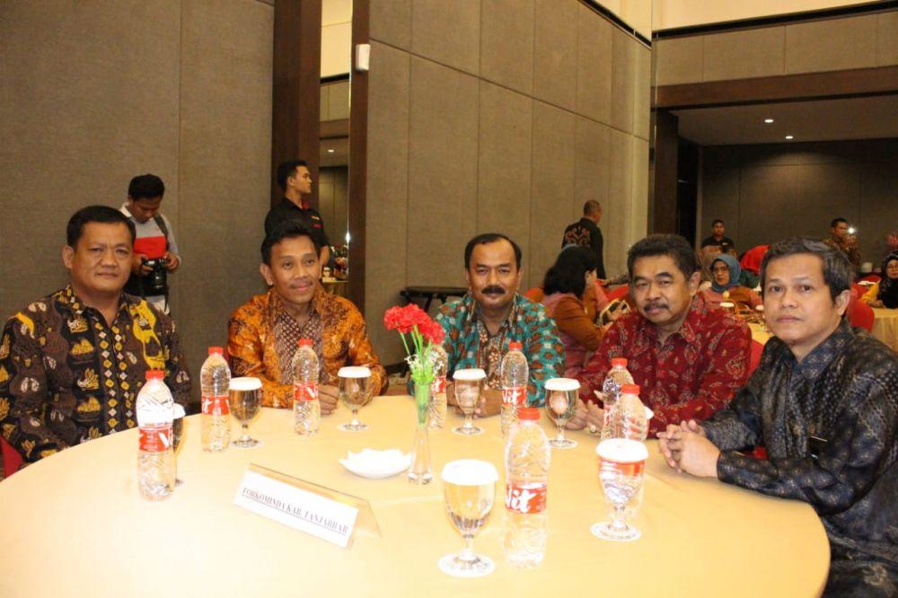 Wabup Amir Sakib bersama undangan lain