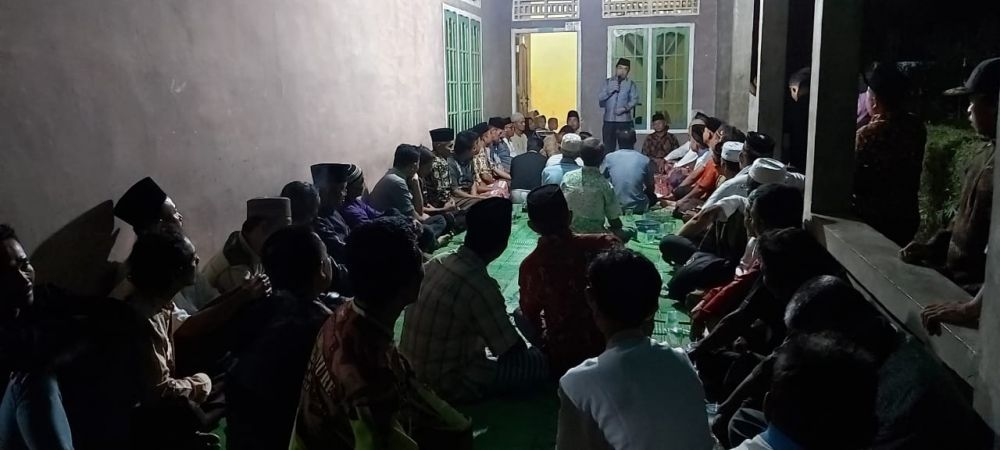 Al Haris saat tatap muka bersama warga durian Luncuk.