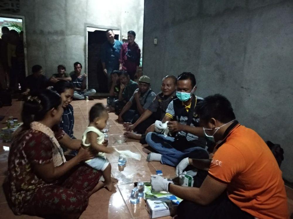 Tim Polres Tebo mengambil DNA anak dan Istri terduga Teroris Wahyu