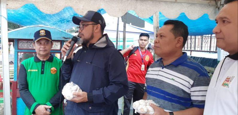 Tim Satgas Pangan menggelar operasi pasar bawang putih dan langsung di lounching oleh Pj. Sekda Provinsi Jambi Sudirman, bertempat di Kantor Gubernur Jambi, Minggu pagi (16/02/2020).