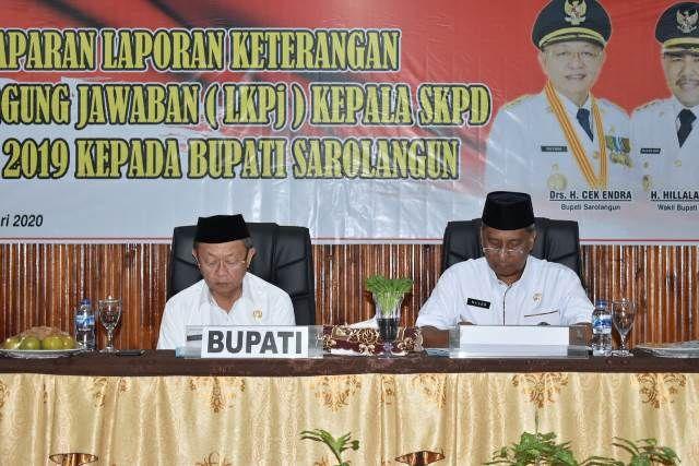 Bupati H Cek Endra dan Sekda Ir Endang Abdul Naser diacara paparan LKPj 2019 di Bappeda, lalu