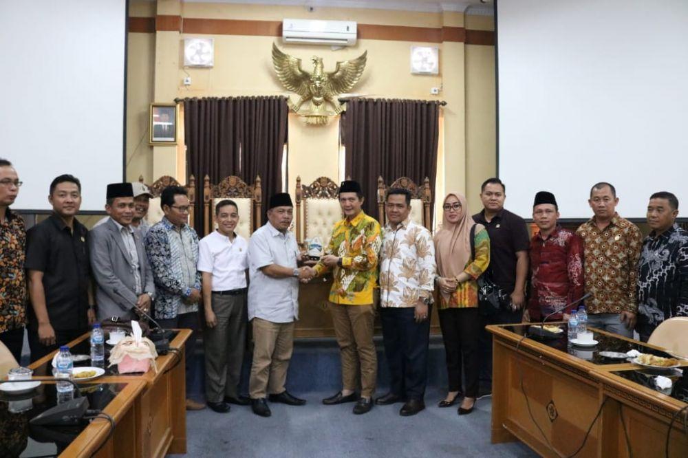 Ketua BK DPRD Muarojambi foto bersama  Dewan Muaratara