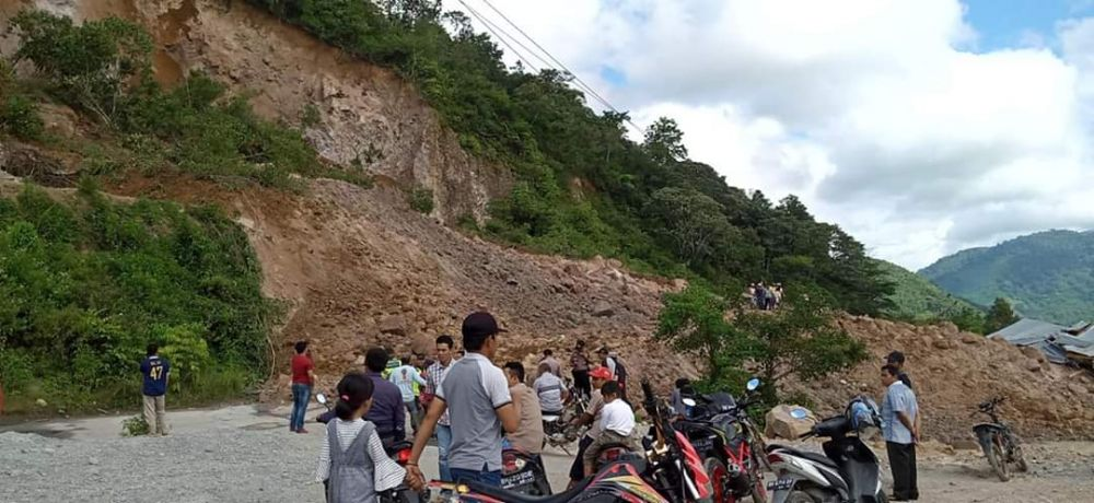 Bencana tanah longsor kembali terjadi di Kabupaten Kerinci, Senin (24/02/2020). Kali ini terjadi di Desa Lolo Hilir, Kecamatan Bukit Kerman, Kabupaten Kerinci.